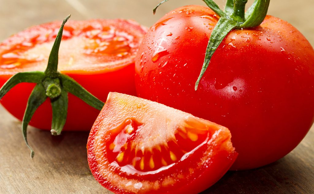 Home Remedies for Dark Circles Tomato